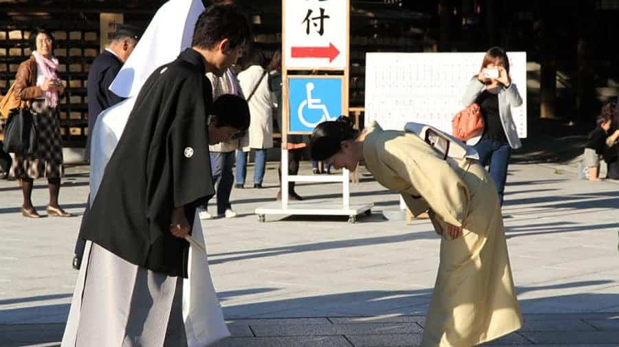 Inchinarsi in Giappone per salutare