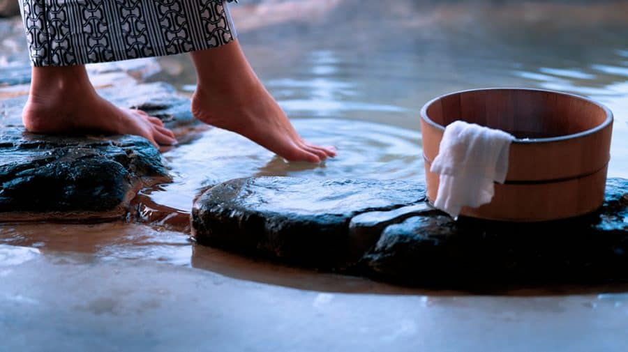 A piedi nudi nell'onsen
