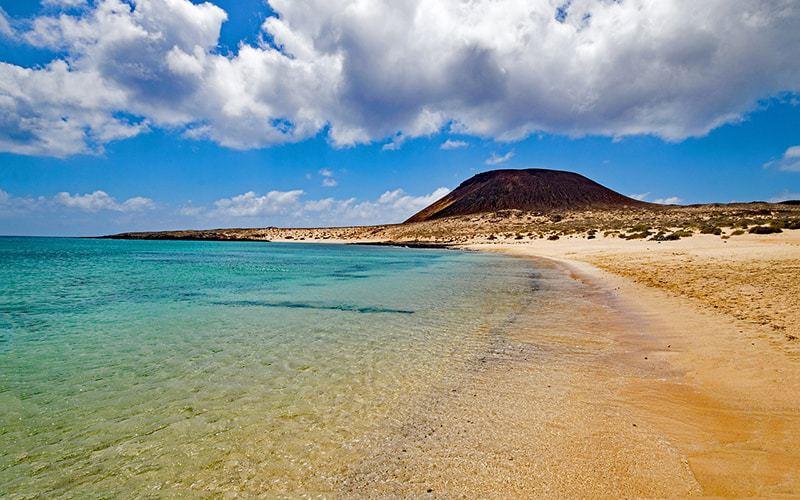 La bellissima Playa Francesa a La Graciosa, Canarie