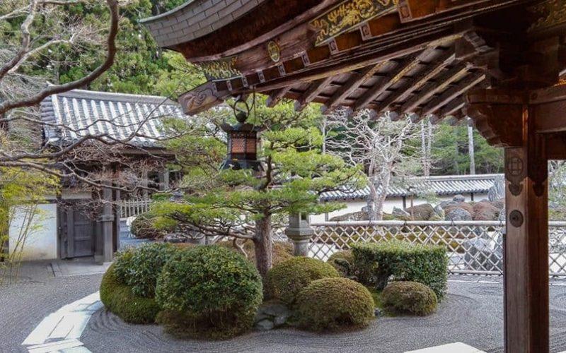 Come prenotare uno shukubo al Koyasan